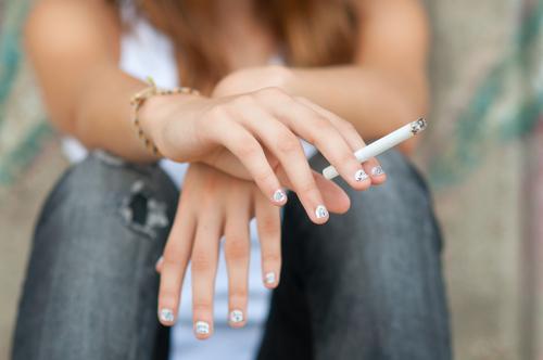 喫煙は高齢出産のリスクUP?!タバコの悪影響について知ろう